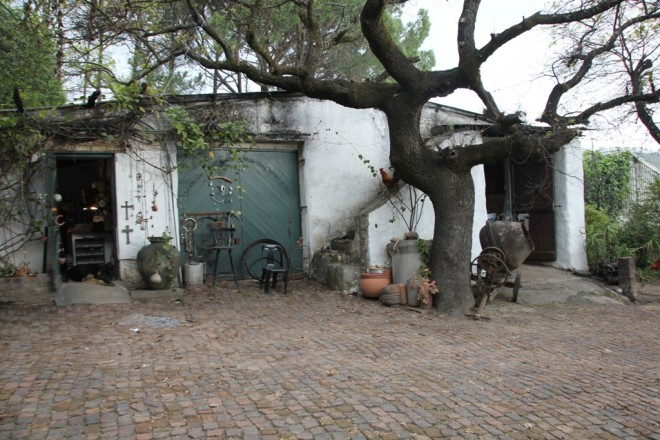 Die Kelter von Upland Organic liegt idyllisch zwischen alten Eichenbäumen versteckt auf der Boland Höhe