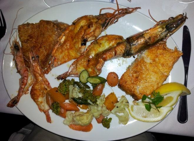 Wer Fisch mag, darf sich eine südafrikanische Fischplatte nicht entgehen lassen.